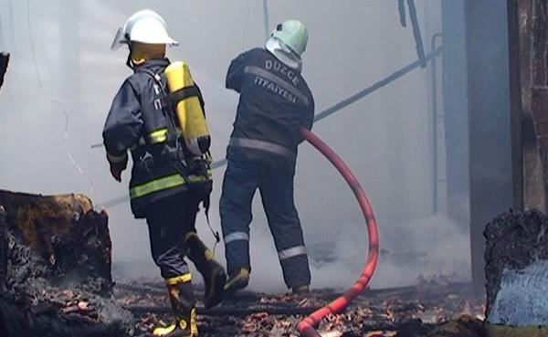 Düzce'de mobilya imalathanesinde yangın!