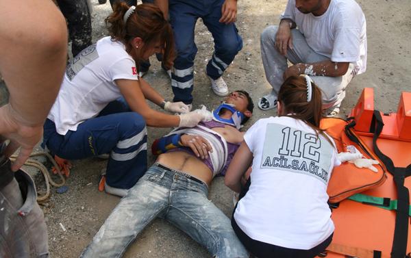 İskeleden düşen işçi ağır yaralı!