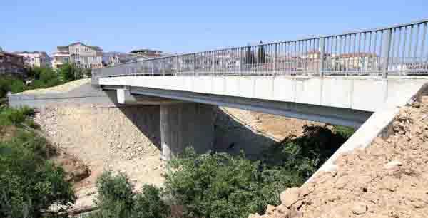 Sahil bağlantısını sağlayacak köprü tamam!