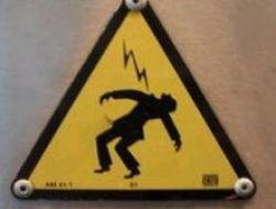 Talihsiz işçiye elektirik çarptı!