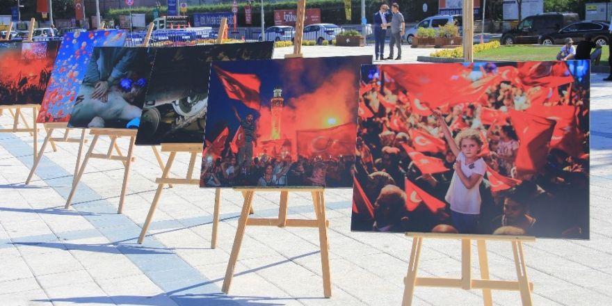 """Küçükçekmece'de """"15 Temmuz Şehitleri Fotoğraf Sergisi"""" Açıldı"""