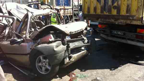 6 araç birbirine girdi: 3 yaralı!