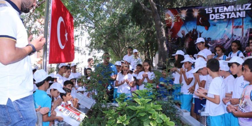 Öğrenciler 15 Temmuz Şehitlerini Unutmadı