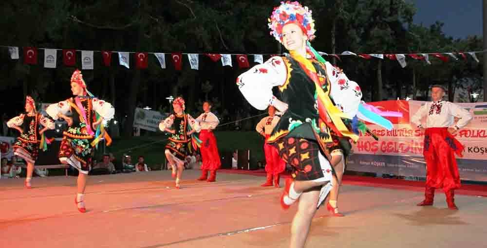 Folklor Festivalinde görkemli açılış!