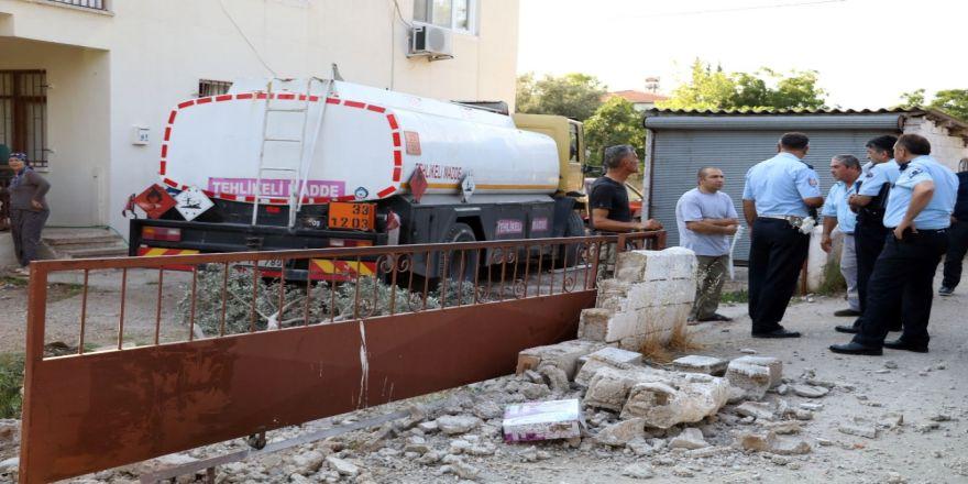Akaryakıt Tankeri Evin Bahçesine Daldı