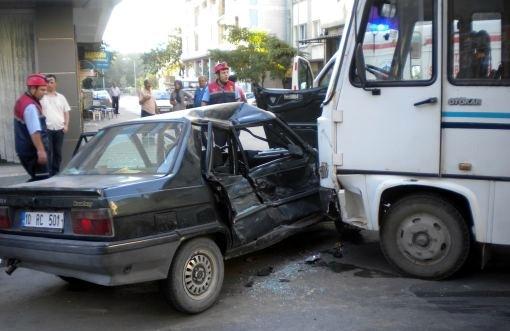 Şehir merkezinde dolmuş kazası!