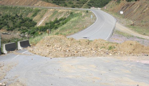 Kapalı köy yolu isyan ettirtti!