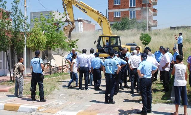 Kaçak işyerleri yıkıldı!