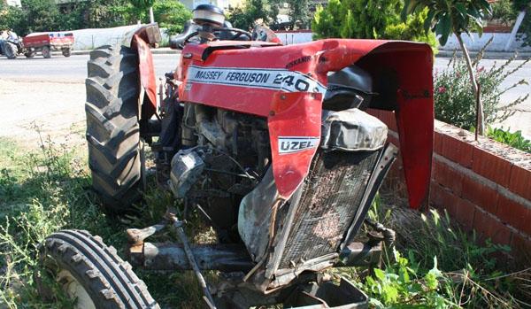 Kamyonla çarpışan traktör sürücüsü hayatını kaybetti!