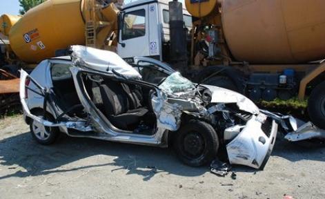 TEM Otoyolu'nda kaza: 1 ölü 2 yaralı!