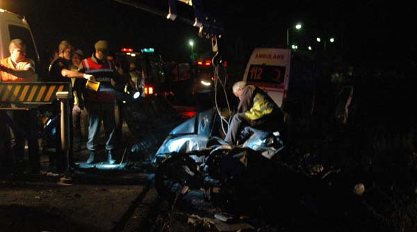 Acil servis ambulansı kaza yaptı!