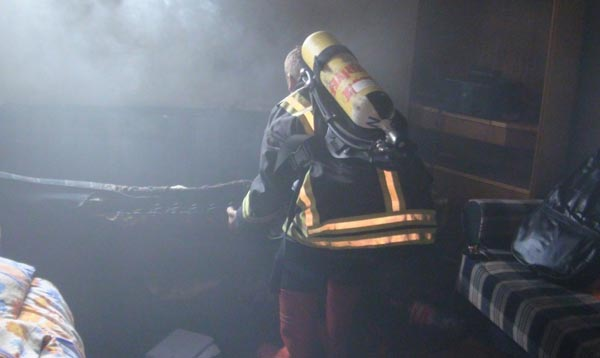Öğrenci evinde çıkan yangın korkuttu!