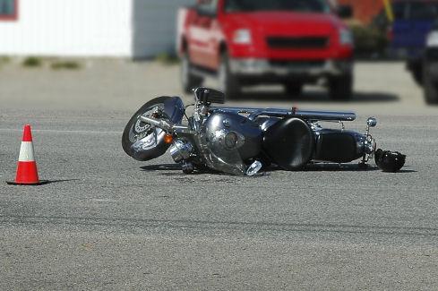 Motor kazası yapan Astsubay ağır yaralı!