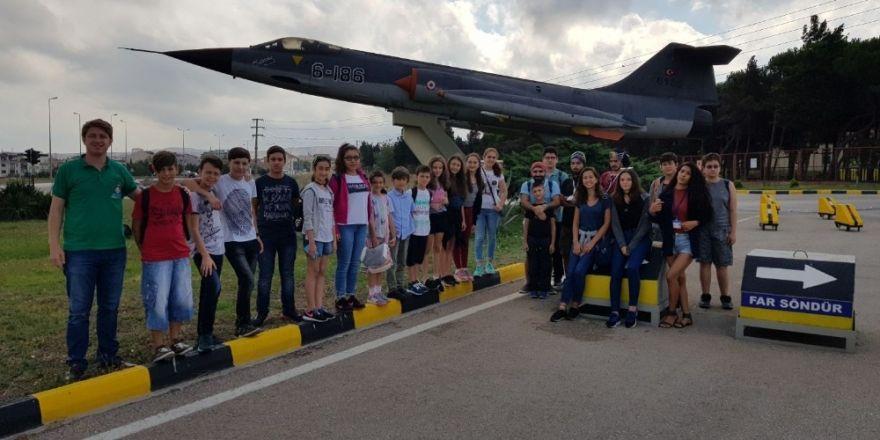 60 Çocuk 6'ıncı Ana Jet Üstünde F-16 Simülasyonuyla Deneyim Yaşadı