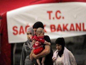 Yüzlerce Suriyeli Türkiye'ye sığındı!