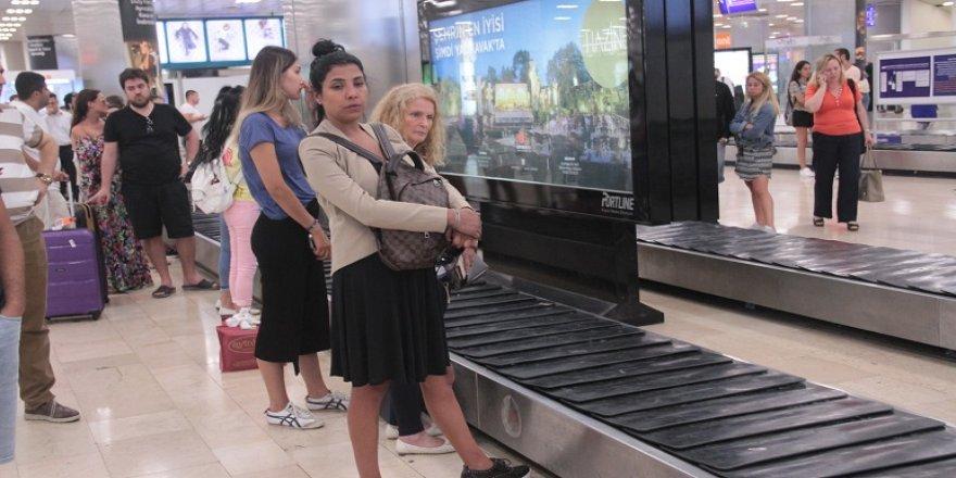 Turistler, tatili yarım bıraktı