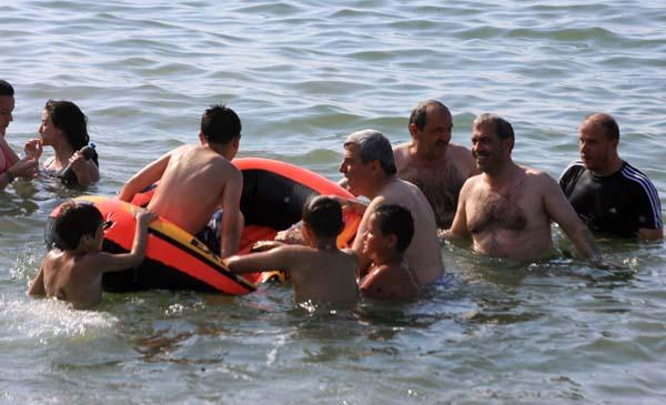 Karaosmanoğlu deniz keyfi yaptı!