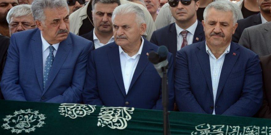 DEVLET ERKANI CENAZEDE BİR ARAYA GELDİ !