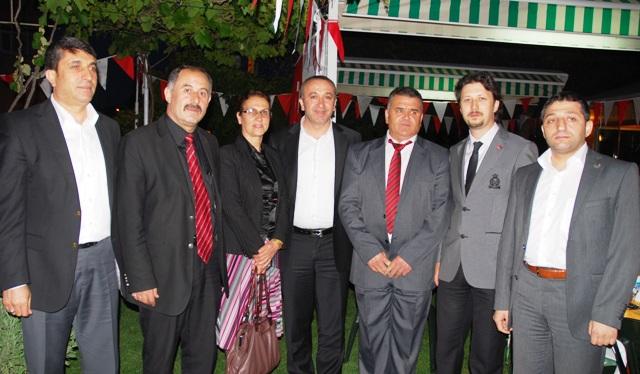 Çayırova'da siyasilerden esnafa destek!