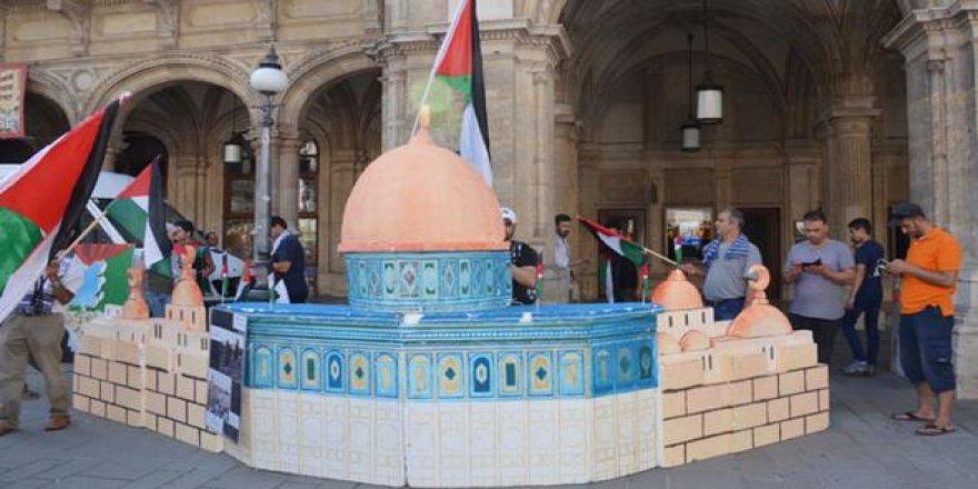 İsrail'i Viyana'da protesto ettiler