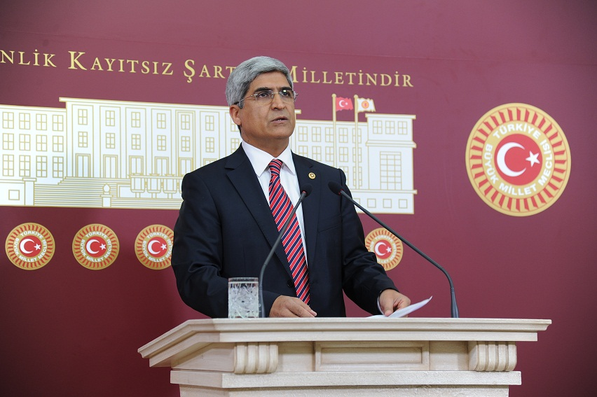 AKP'li Vekiller'den üniversiteye ret!