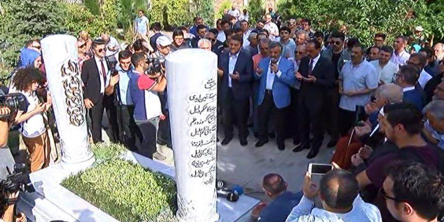 """""""Tarihçilerin Kutbu"""" Mezarı Başında Anıldı"""