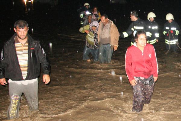 Köy deresi taştı! 26 kişi ölümden döndü