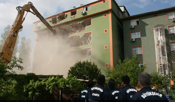 Afet riski taşıyan binalar yıkılacak!