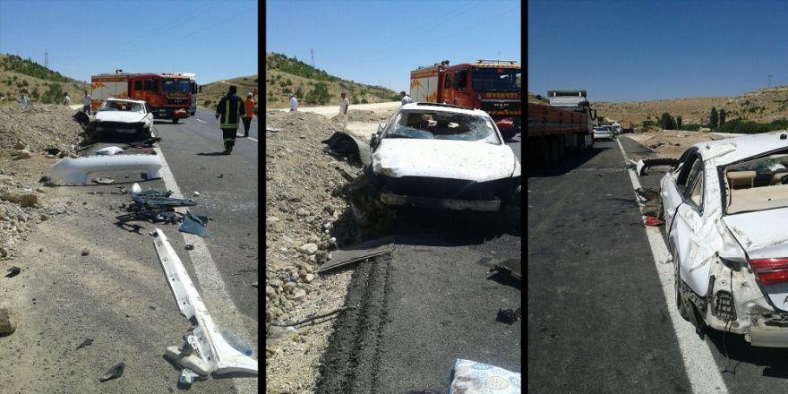 Otomobil İş Makinesine Çarptı: 2 Ölü, 1 Yaralı