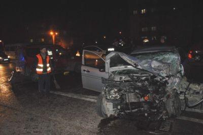 Askeri konvoy kaza yaptı: 8 yaralı!