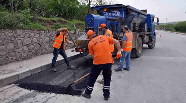 Yollar asfalt ile onarılıyor!