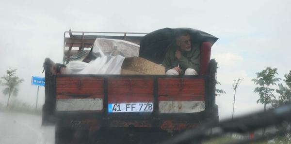 Yağmur dolu kamyonette 35 kilometrelik yolculuk!!
