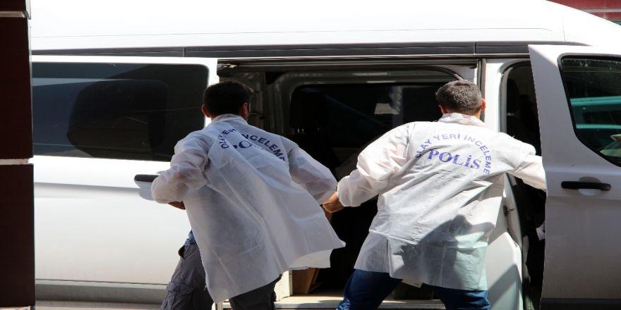 Hasta Bakıcı Hastane Müdürüne Döner Bıçağıyla Saldırdı