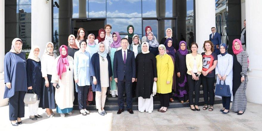 AK Parti'li kadınlardan Vali'ye ziyaret