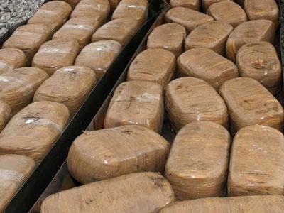 Gebze'de iş yerlerine uyuşturucu baskını!
