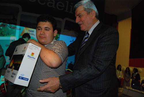 Karaosmanoğlu engelli gencin gözyaşlarına dayanamadı!