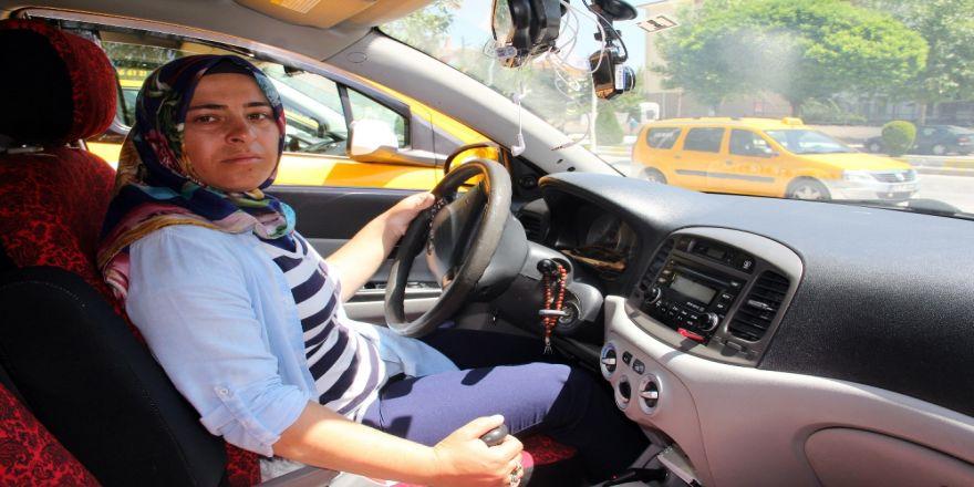 Meme Kanseri Onu Yıldırmadı, Taksicilikle Hayata Tutundu