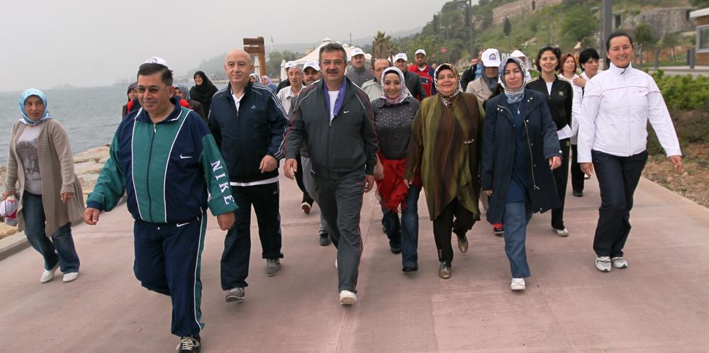 Gebze'de  Anneler Günü yürüyüşü!