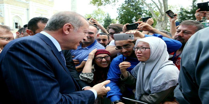 Cumhurbaşkanı Erdoğan İle Selfie İçin Yarışa Girdiler