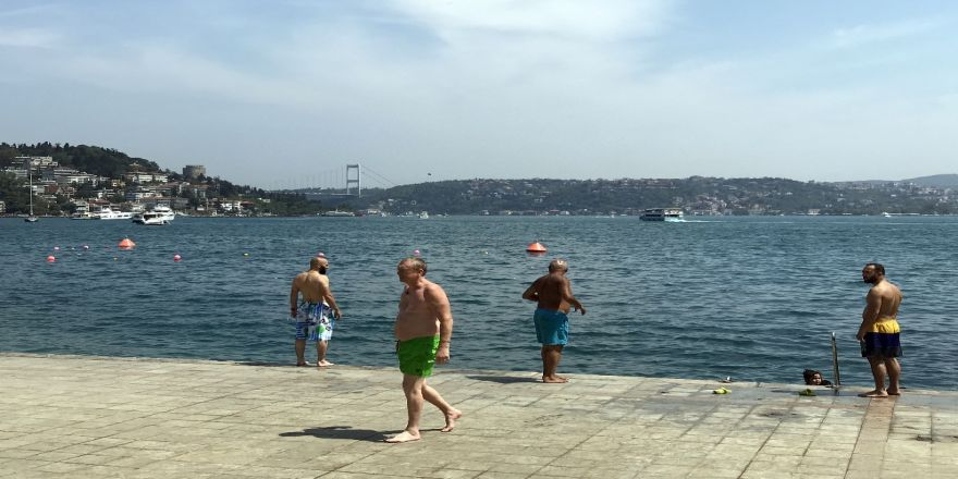 İstanbul'da Sıcak Hava Ve Nem Bunalttı