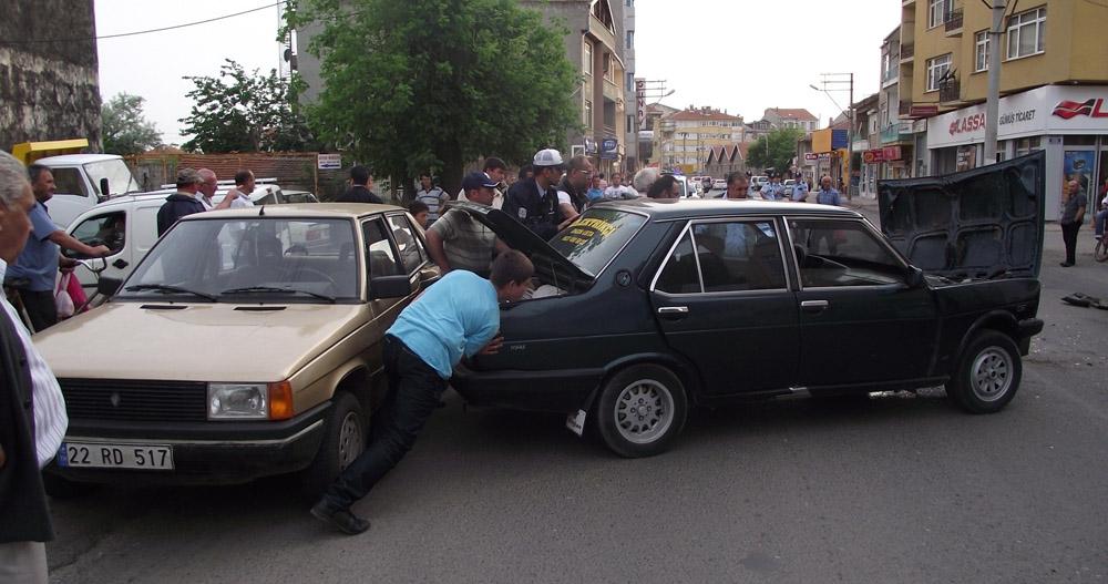 4 aracın karıştığı zincirleme kazada 5 yaralı!