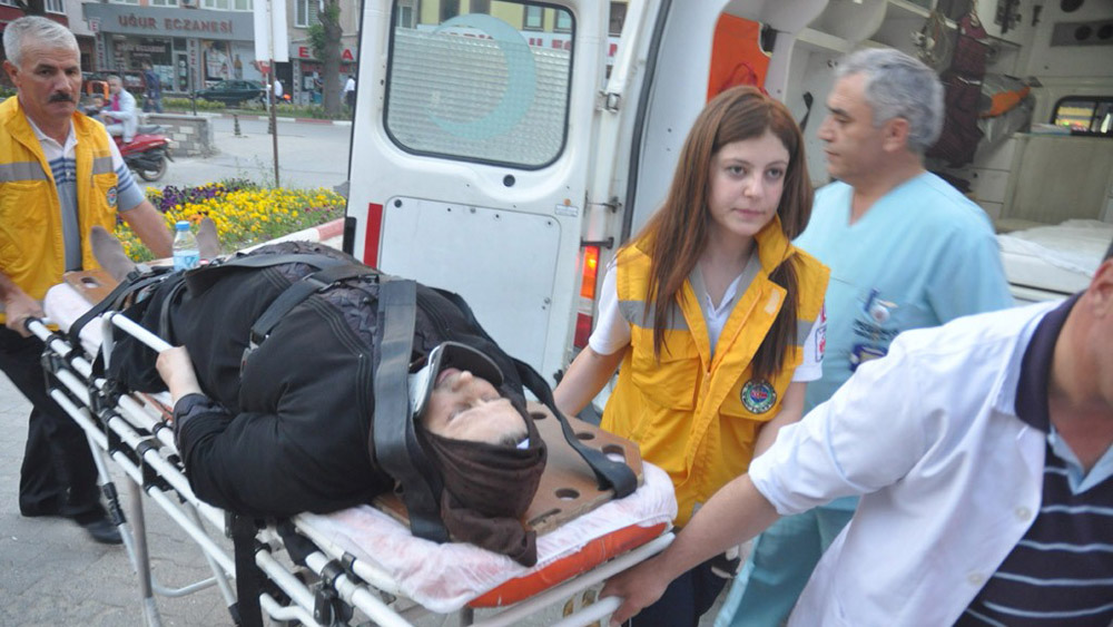 Genç öğretmenin çarptığı kadın yaralandı!