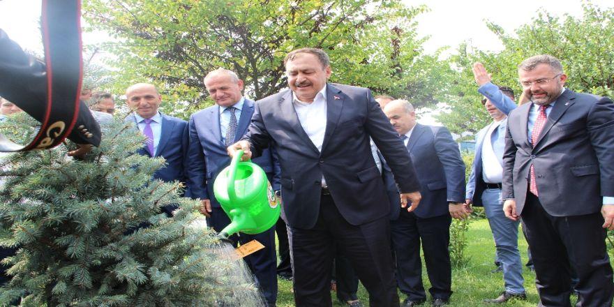 Bakan Eroğlu: Devlet Babanın Yaptığını İnsana Babası Yapmaz
