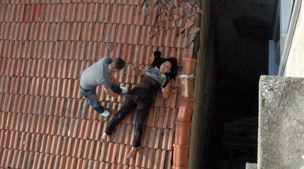 5. kattan düşen kadın yaşam mücadelesi veriyor!