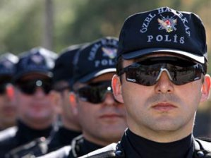 Polise gözlük, tesbih yasağı!