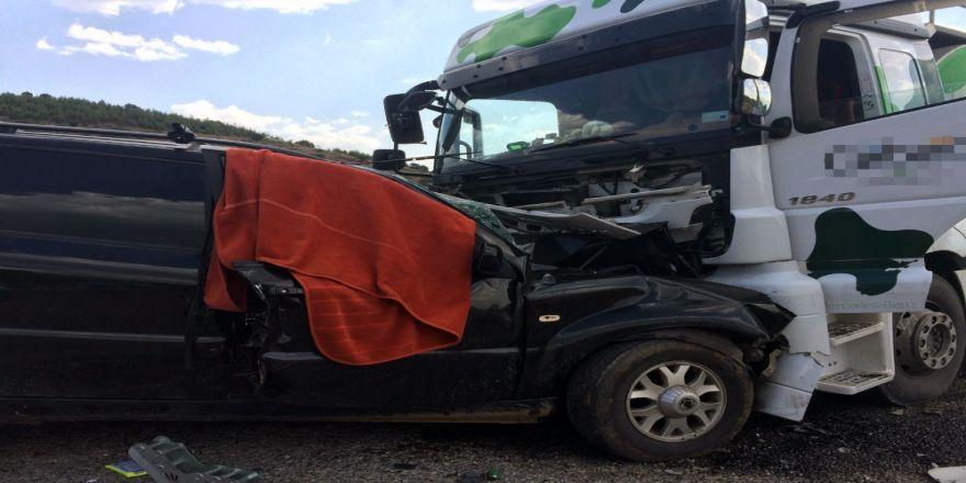 Süt Tankeri İle Cip Çarpıştı: 1 Ölü, 5 Yaralı