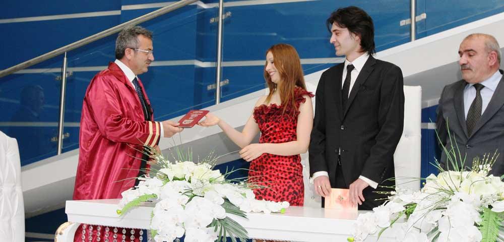 Meydanda ilk nikahı Köşker kıydı!