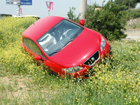 Genç sürücü ölümden döndü!