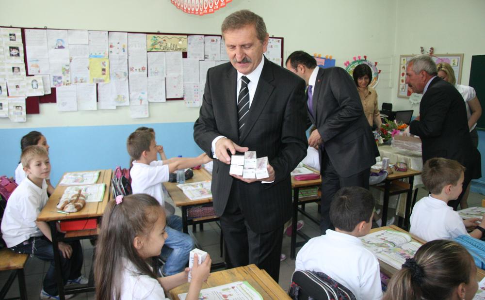 Edirne'de süt dağıtımına devam edildi!