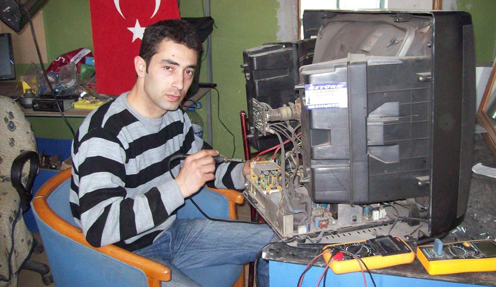 Köyde elektronik tamir dükkanı açtı!